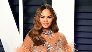 Chrissy Teigen: What It Means To Have A Weak Placenta & How Bedrest Helps – OBGYN Explains