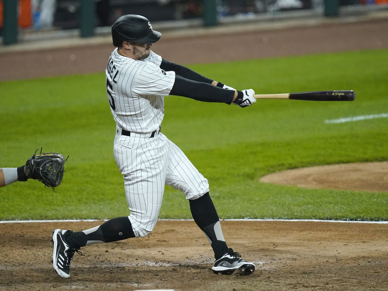 Engel, Anderson RBI in eighth lift White Sox to 3-1 win over Twins