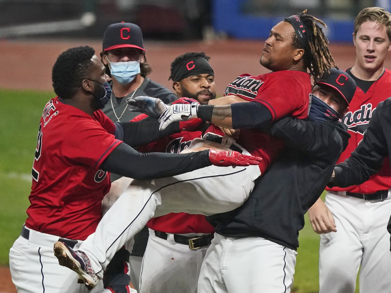 Indians deal White Sox crushing walk-off defeat in 10 innings