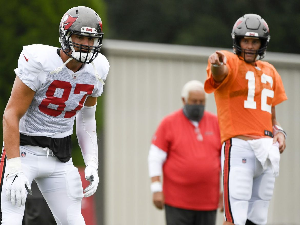 Star-studded Buccaneers, downtrodden Bears meet with vastly different ambitions