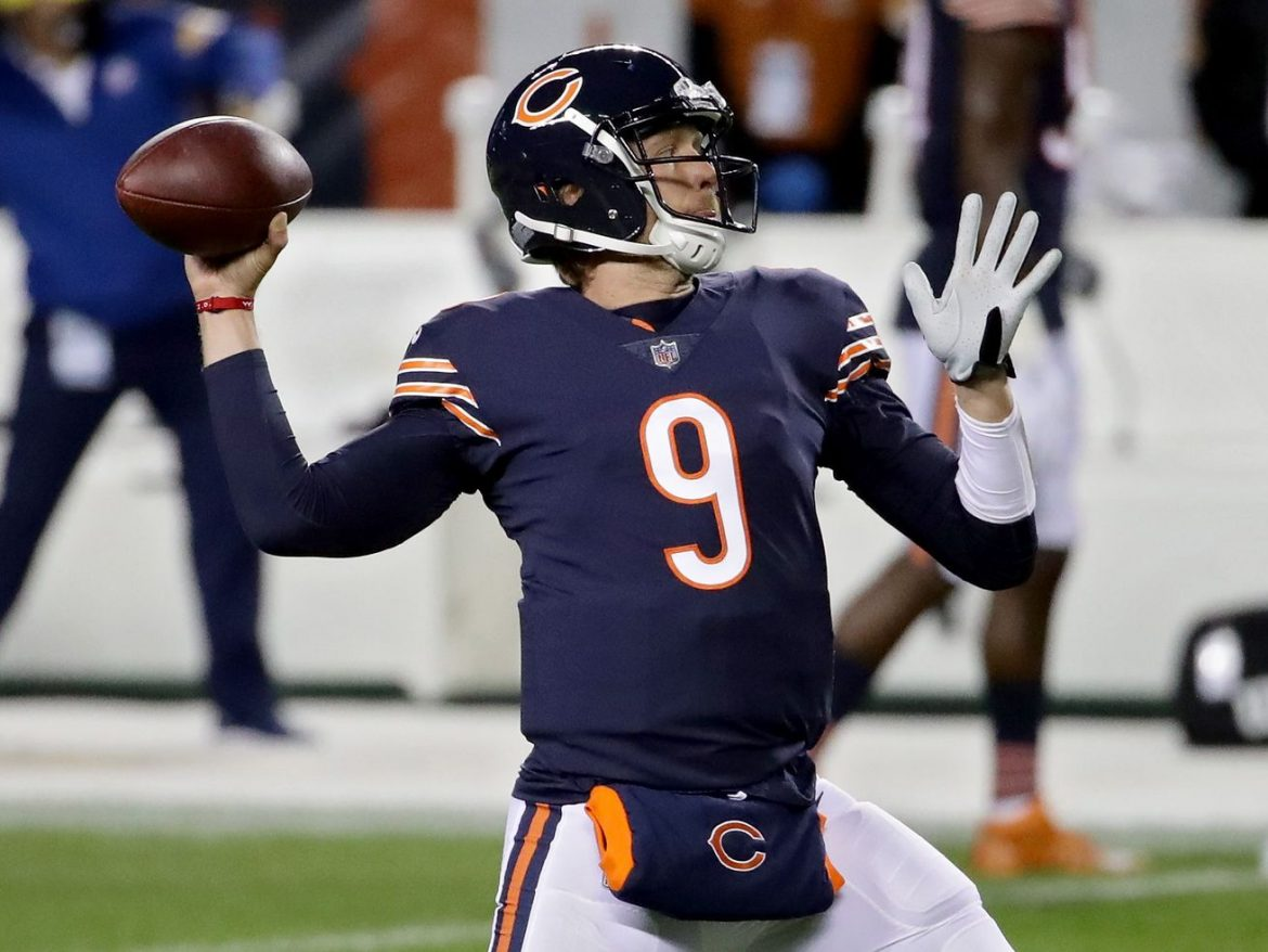 Nick Foles rallies Bears to halftime lead after ugly start