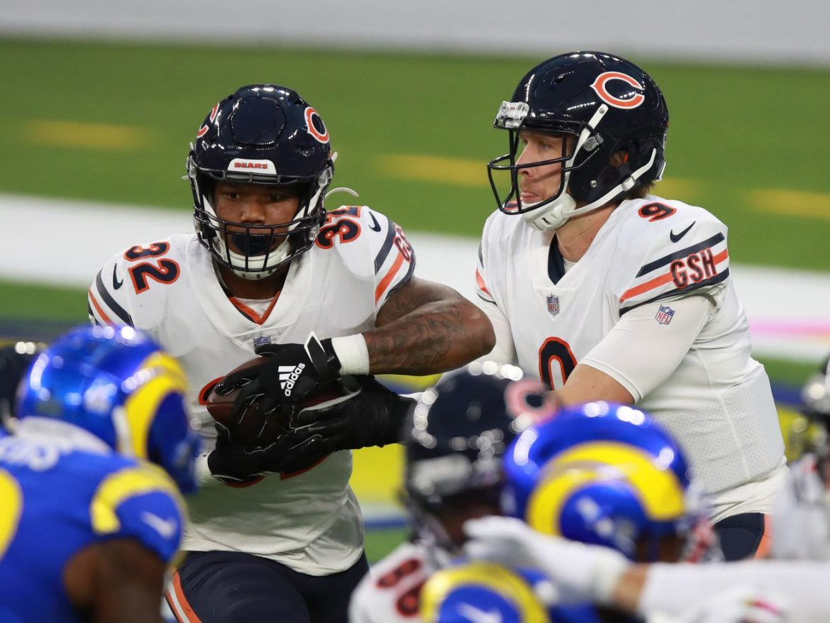 With a chance to claim NFC's best record, Bears trail at half