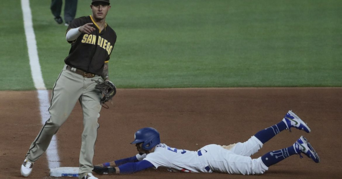 Mookie Betts and Corey Seager gambled on a double steal. It paid off for Dodgers