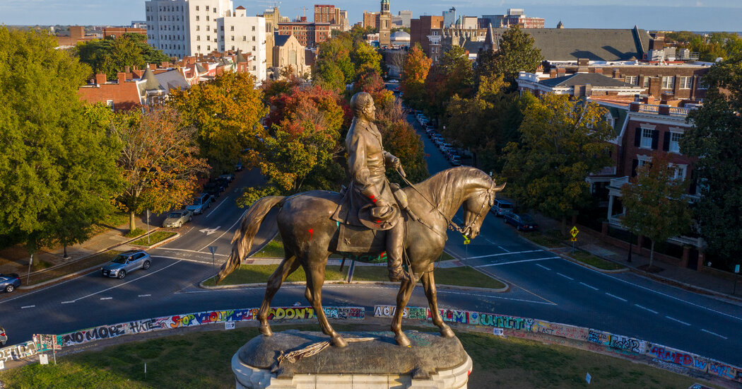 Virginia Governor Can Remove Robert E. Lee Statue, but Not Yet, Judge Rules