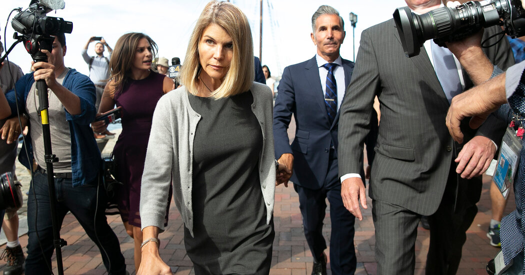 Lori Loughlin Begins 2-Month Sentence for Role in Admissions Scandal