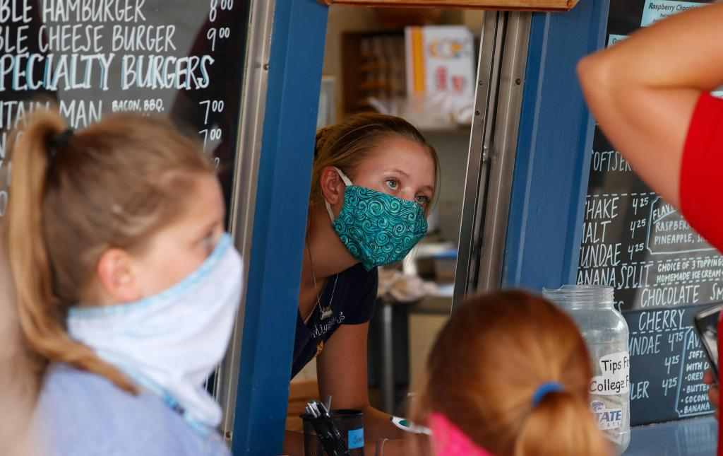 Poll: 1 in 4 workers have weighed quitting, citing pandemic pressures