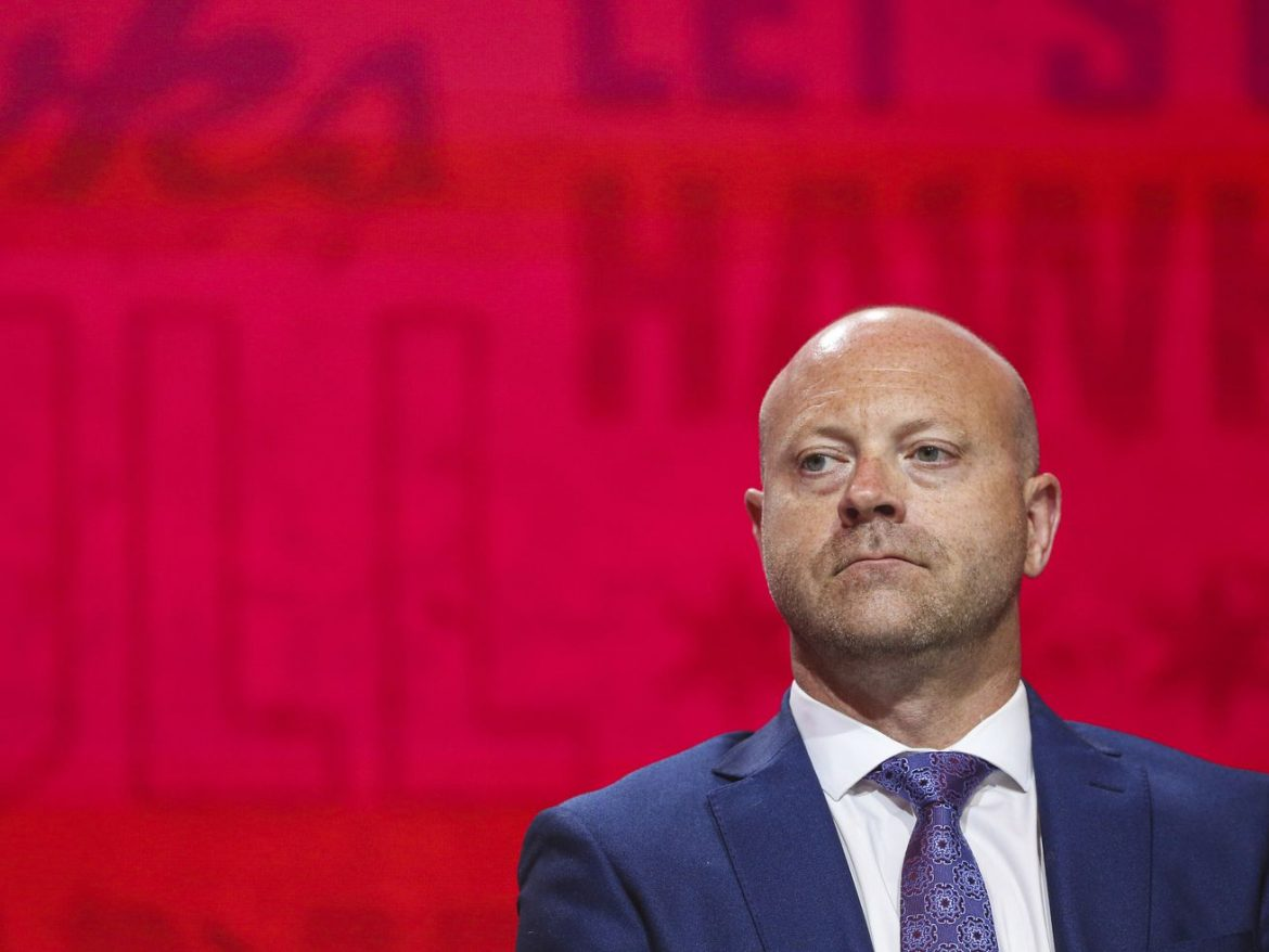 Through onslaught of criticism, Stan Bowman has learned to believe in his decisions