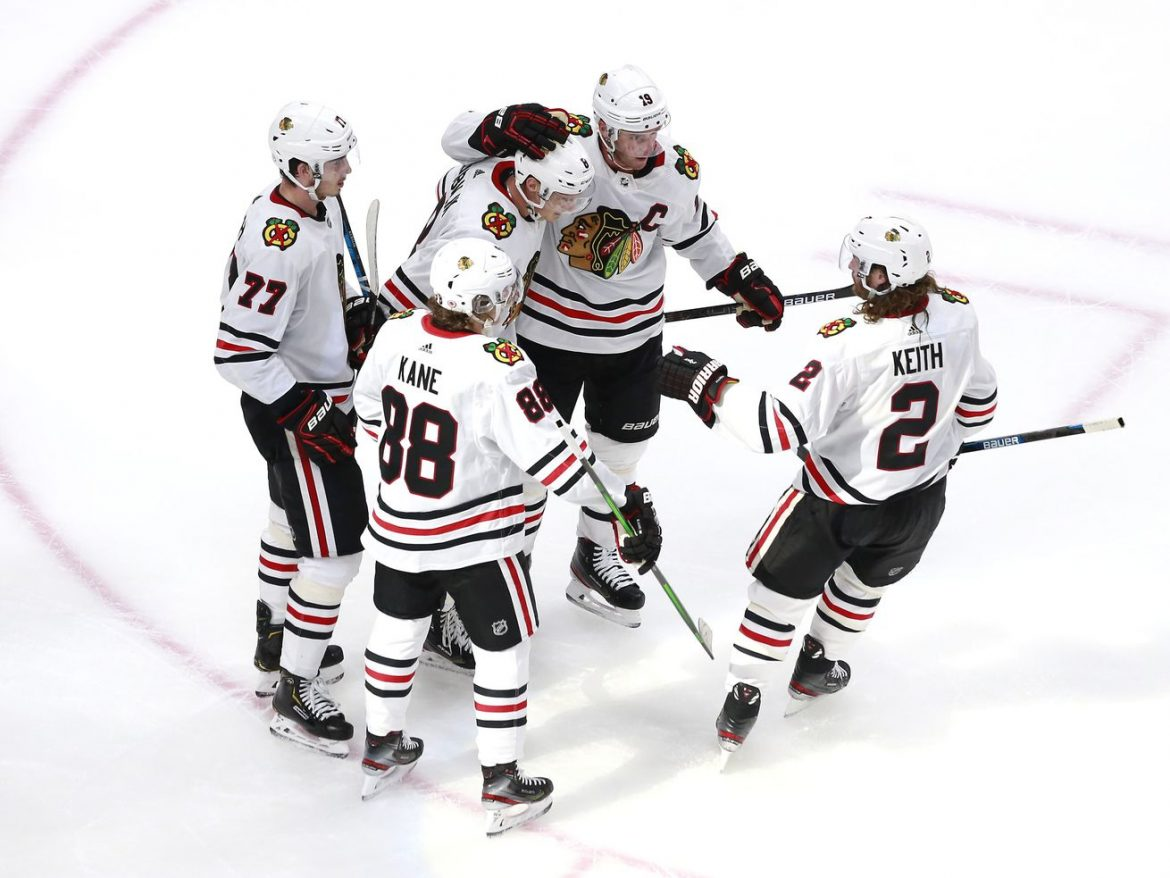Blackhawks' old core — Jonathan Toews, Patrick Kane, Duncan Keith — will stay with team during rebuild