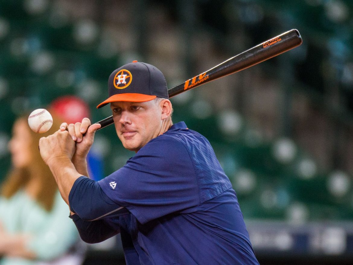A.J. Hinch emerges as top candidate to replace White Sox manager Rick Renteria