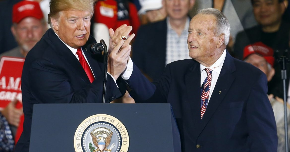 Bobby Bowden wants us to vote for fellow COVID-19 survivor Donald Trump, dadgumit!