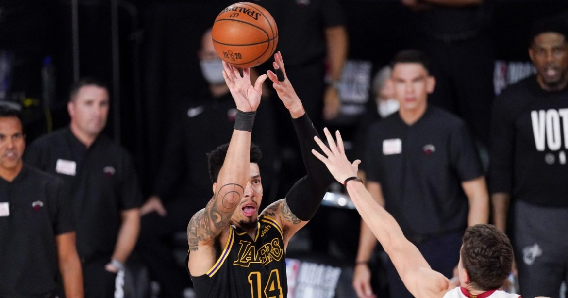 Lakers' Danny Green finds himself open late in Game 5 but can't close it out
