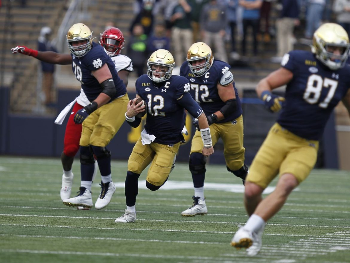 Ian Book's TD run helps No. 4 Notre Dame hold off Louisville