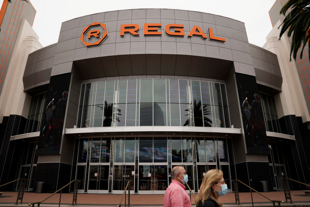 Hundreds of Regal movie theaters to close