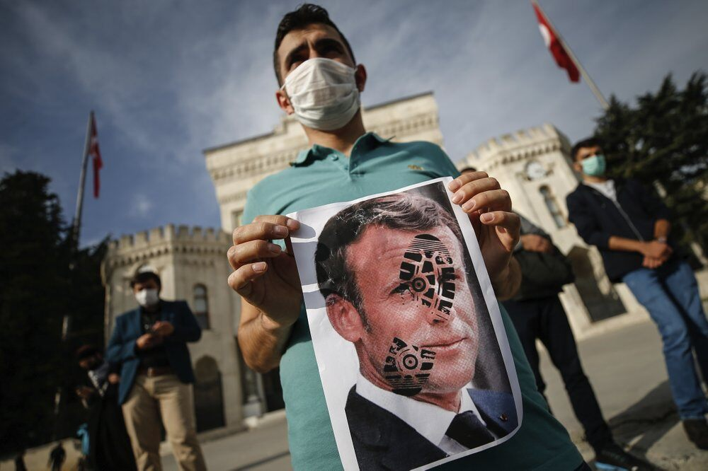 Muslims call for French goods boycott to protest caricatures