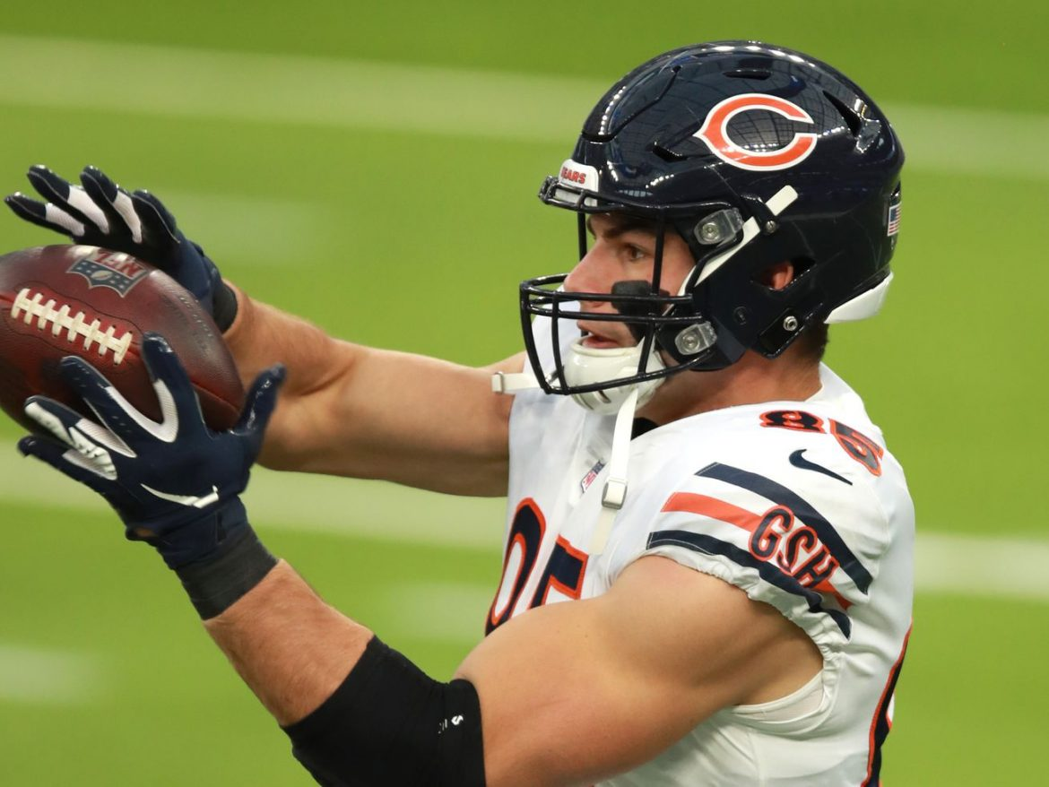 Cole Kmet gives Bears' offense a — brief — spark