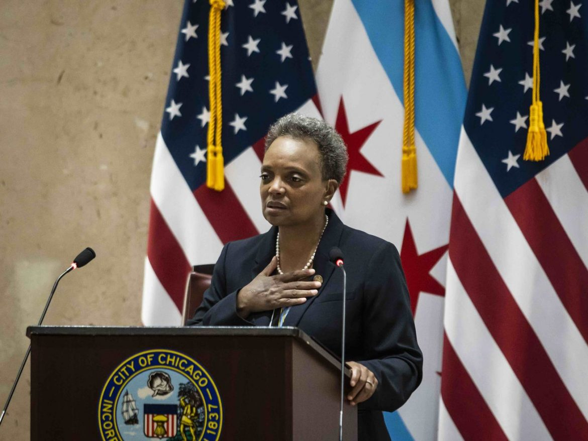 Lightfoot tries to straddle the fence on thorny issue of defunding CPD