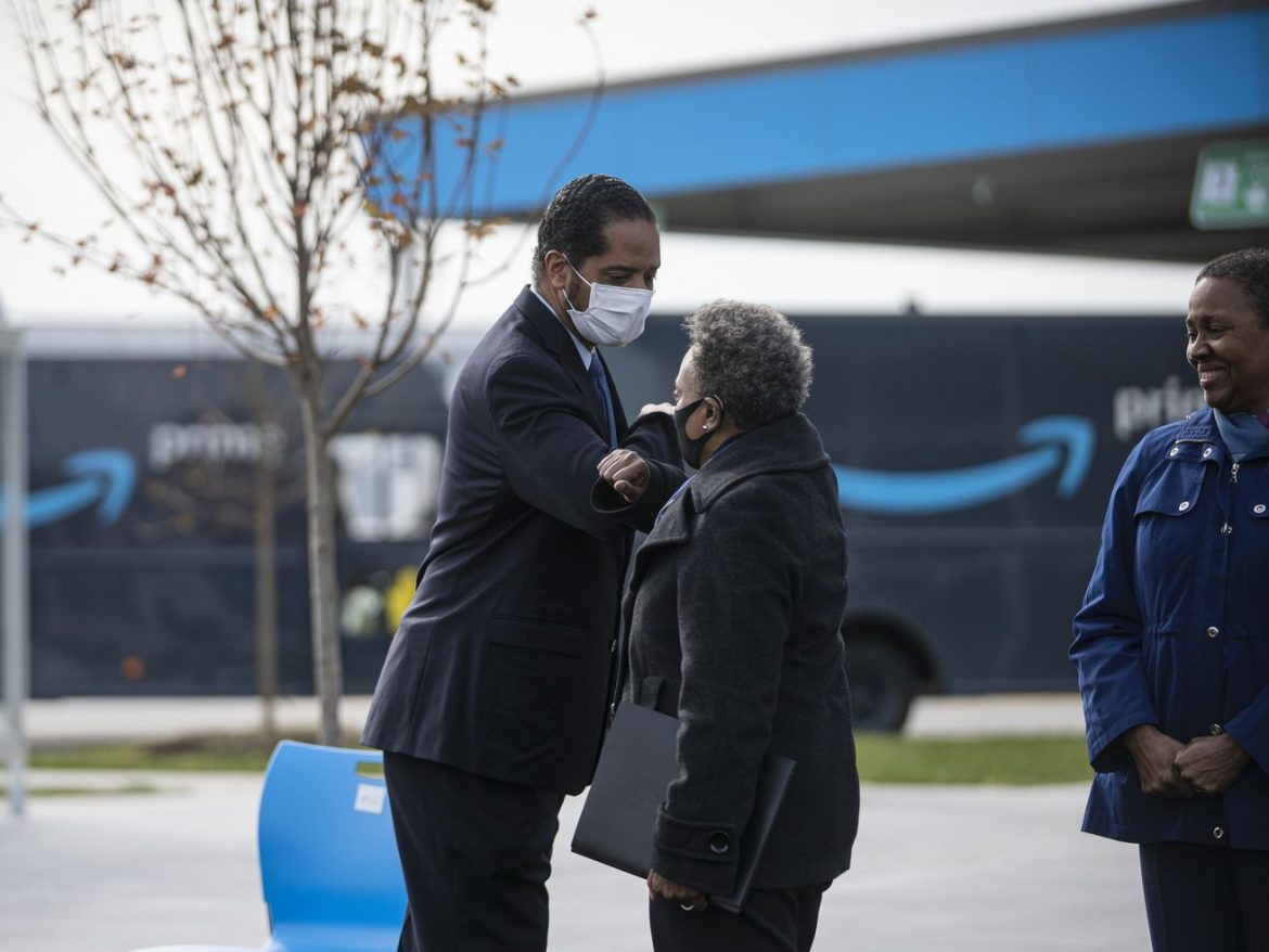 Lightfoot, Beale bury the hatchet — for now — at Amazon ribbon-cutting in Pullman