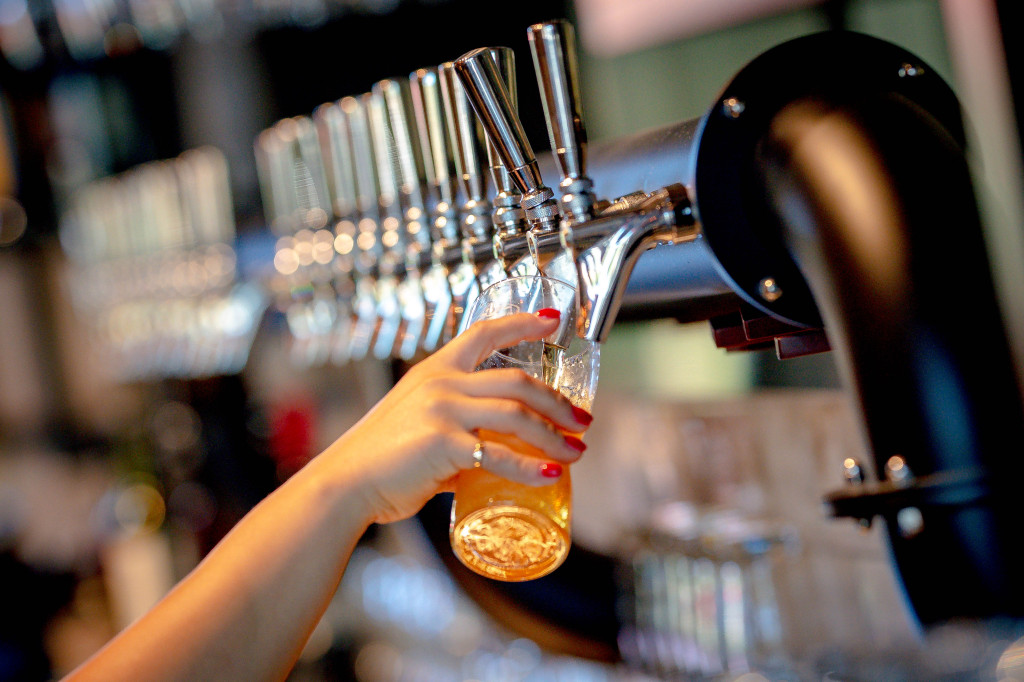 LA County eases coronavirus rules, allows breweries and wineries to open with food