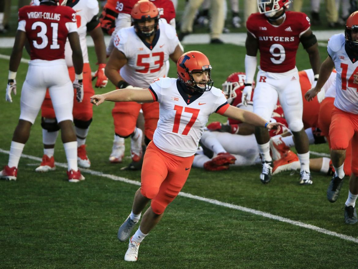 James McCourt's late field goal sends Illinois past Rutgers for first victory