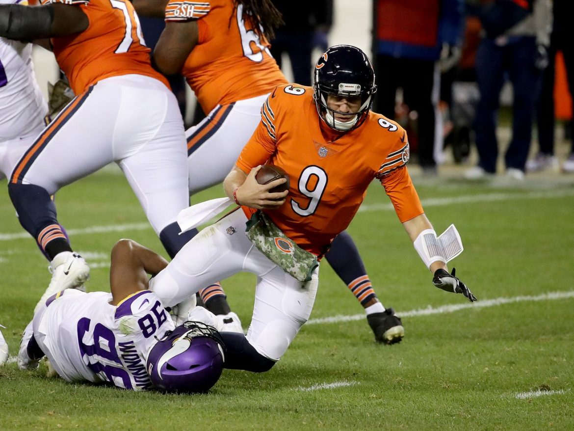 Bears lose 19-13 to Vikings, Nick Foles carted off
