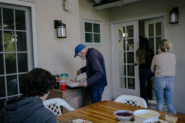 Pictures of a Thanksgiving That No One Pictured