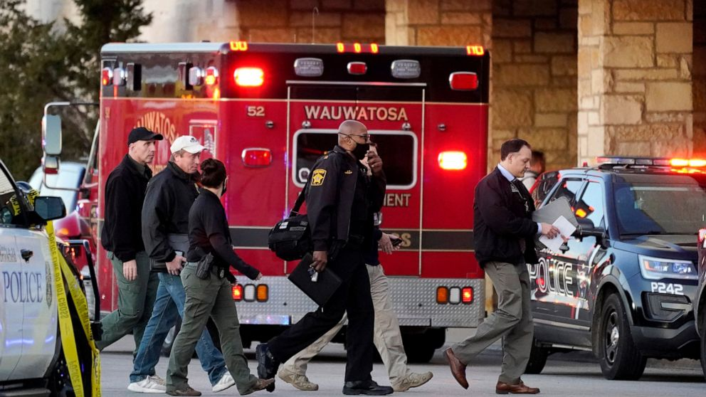 Police: 8 injured in Wisconsin mall shooting; suspect sought