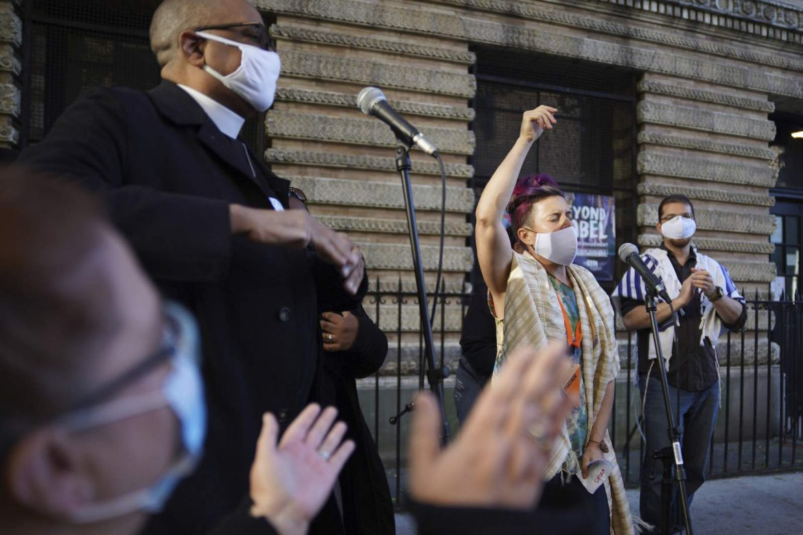 Faith groups pray, sing in post-vote ritual in New York
