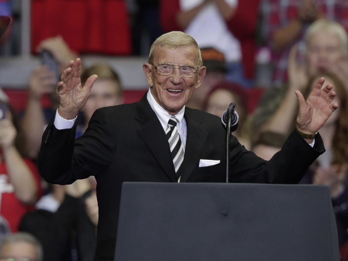 Former Notre Dame coach Lou Holtz tests positive for coronavirus