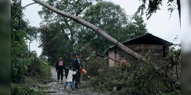 Iota death toll in Nicaragua rises as rescuers search for survivors