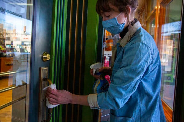 Virus Outbreak, Once in the Nation's Middle, Gains Steam All Around