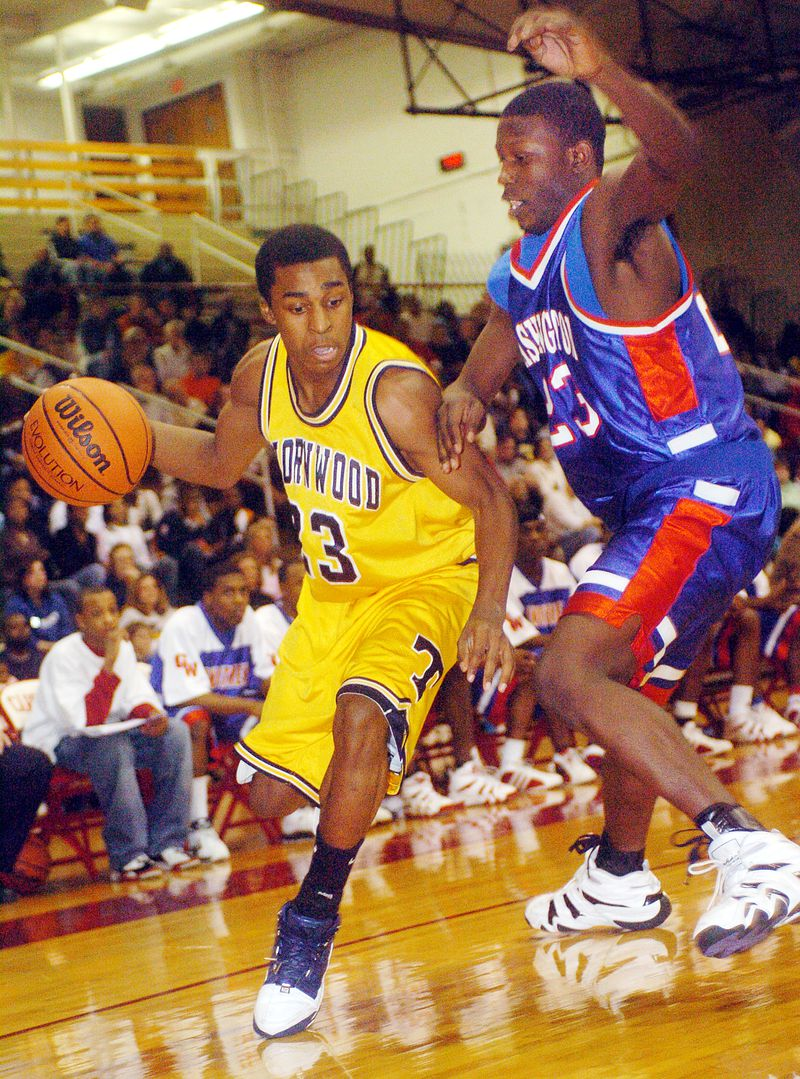 Thornwood's Reggie Hamilton drives around Washington's Mario Little.