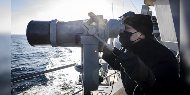 US Navy destroyer challenges Russia's claims to Peter the Great Bay in Sea of Japan