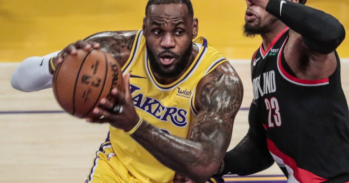Little comes easily for Lakers as they lose to Trail Blazers, drop to 2-2