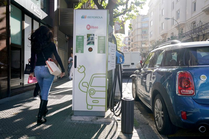 With green battery standards, EU seeks a competitive edge