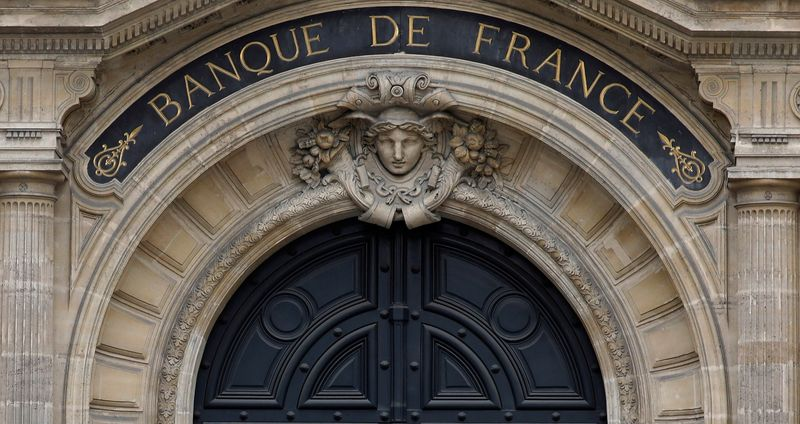 French central bank trims economic outlook
