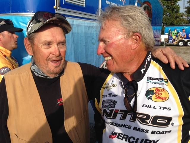 Two fishing legends—Ron Lindner (left) and Roland Martin—meet at a fishing tournament. Photo from Facebook