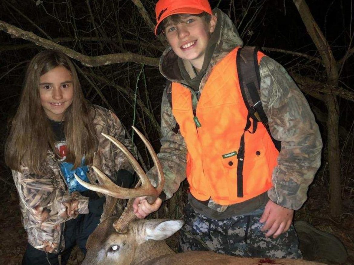 Siblings deer hunting: A young brother and sister earn success in Illinois' second firearm season