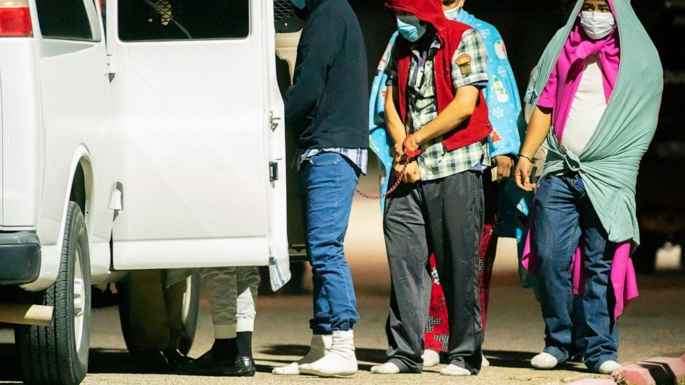 Police: Nearly 30 found in Texas human smuggling operation