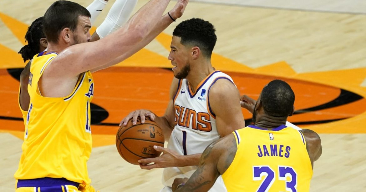 Coach Frank Vogel likes what he sees from unbeaten Lakers