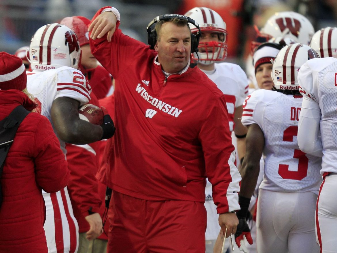 Illinois hires former Wisconsin coach Bret Bielema to replace Lovie Smith