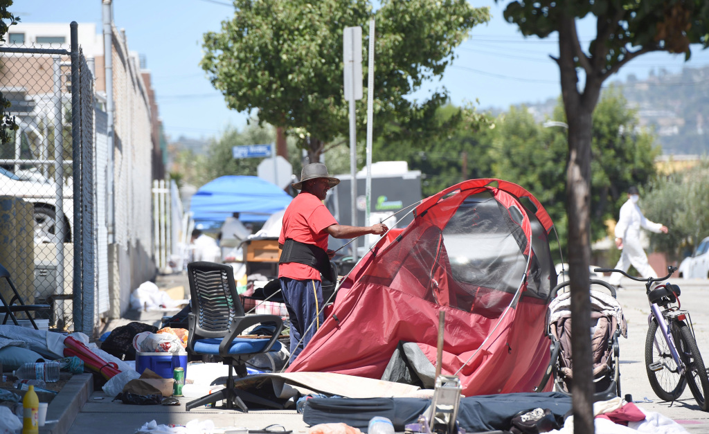 Major encampment cleanups resume at 3 sites in San Pedro, Harbor City