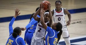 No. 9 UCLA can't quite catch up to No. 7 Arizona in 68-65 loss