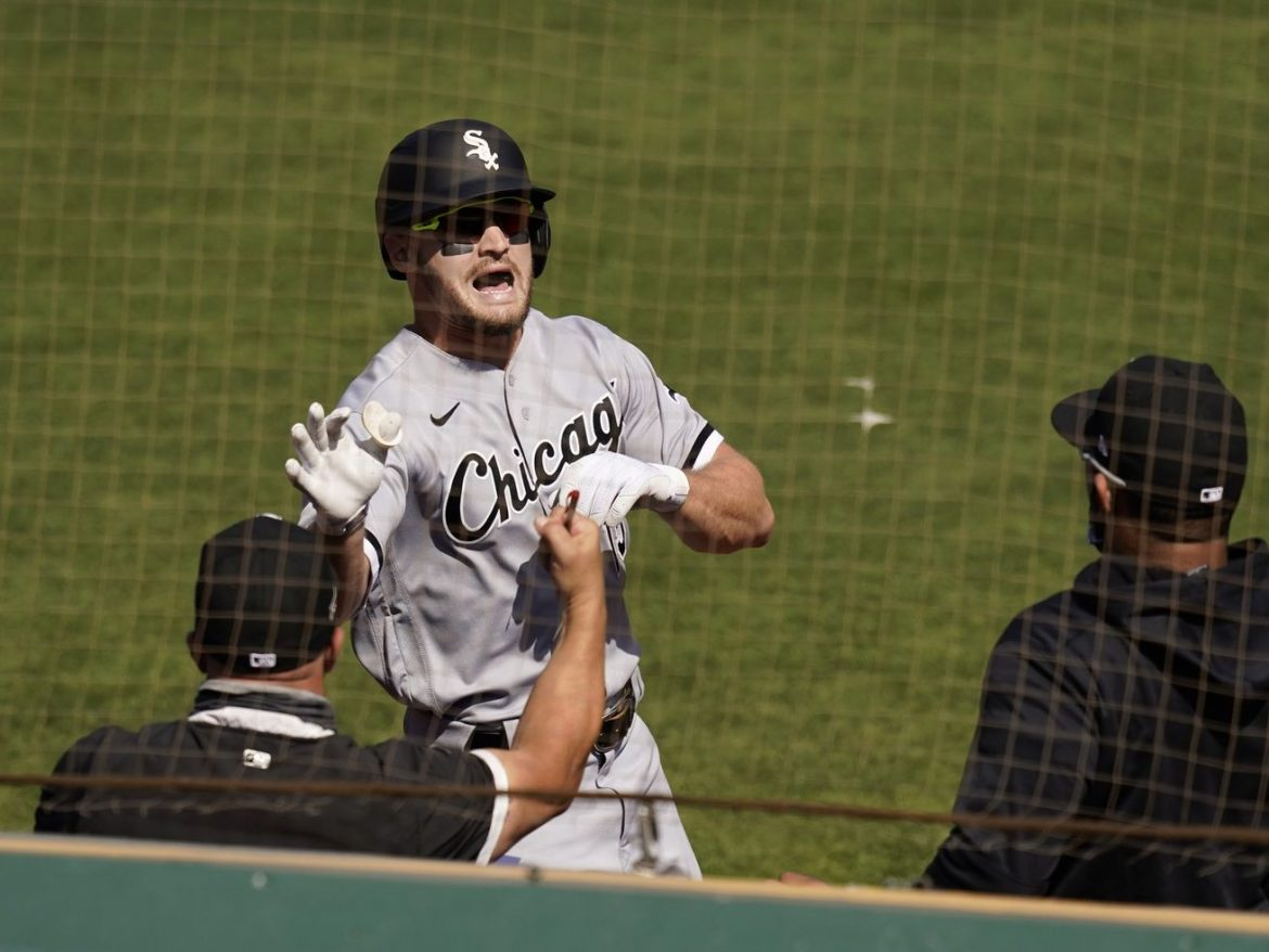 White Sox, outfielder Adam Engel agree to one-year deal