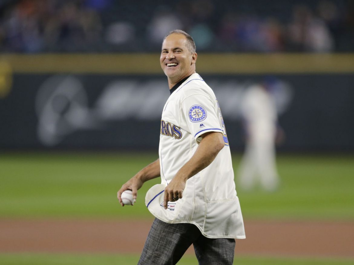 MLB investigating former All-Star and White Sox minor-league manager Omar Vizquel over domestic abuse allegations