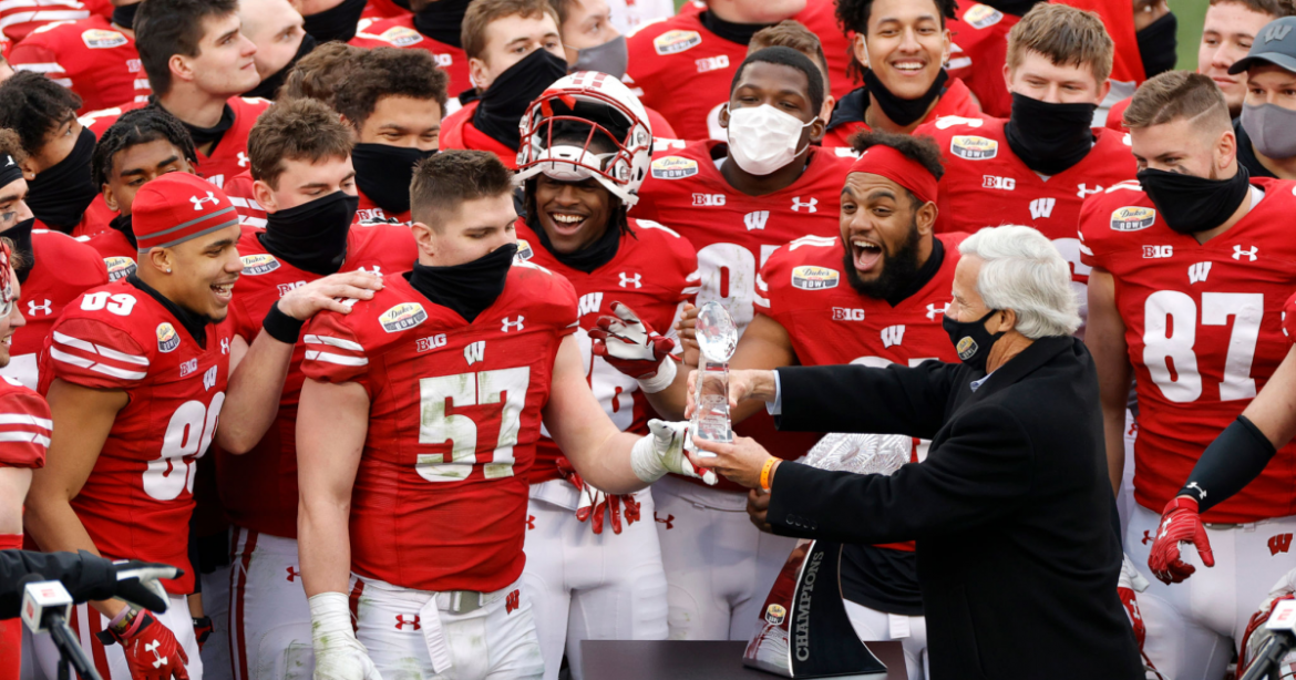 College football roundup: Wisconsin drops the ball after bowl win