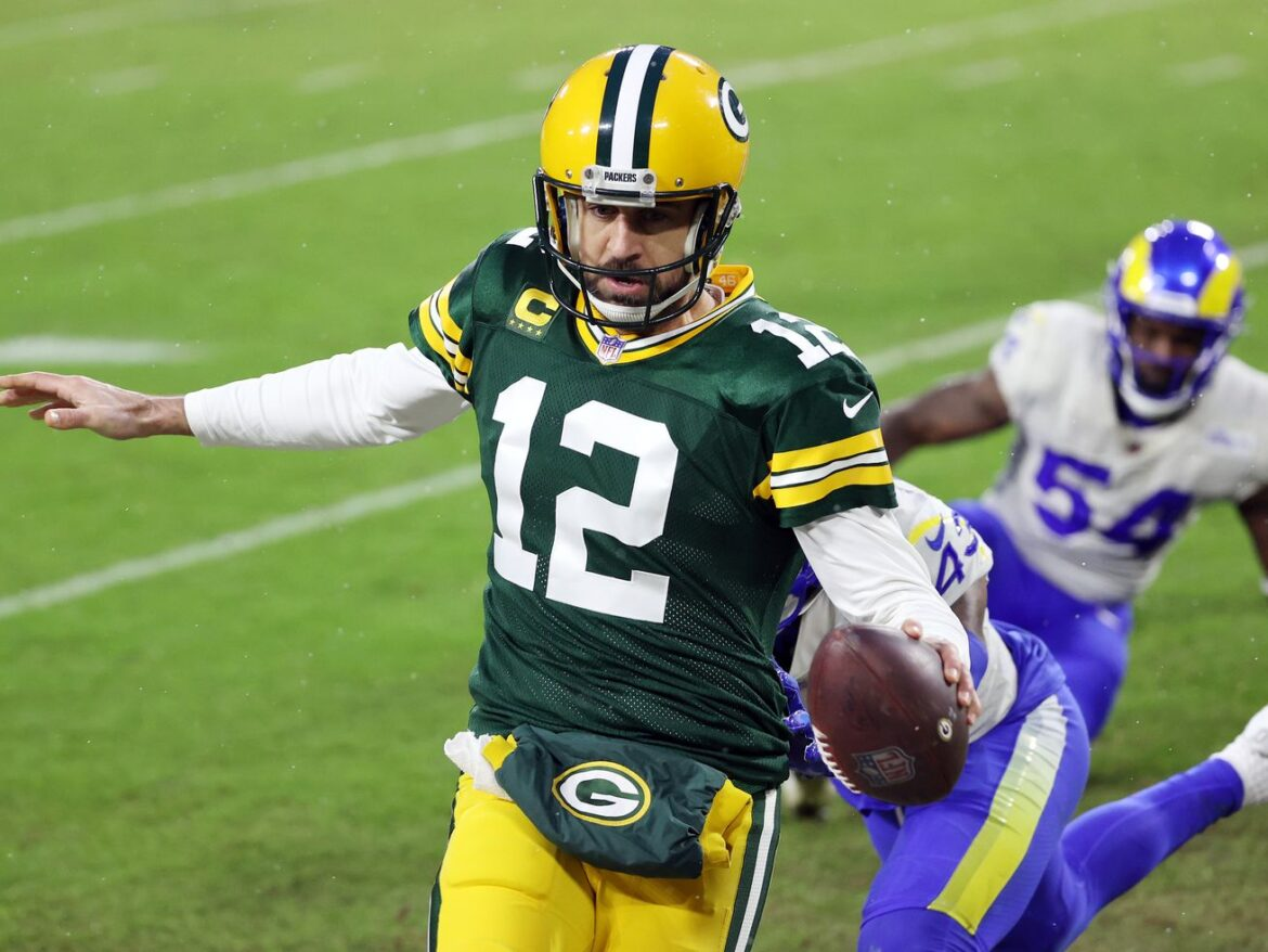 Aaron Rodgers, Packers roll over Rams to reach NFC title game