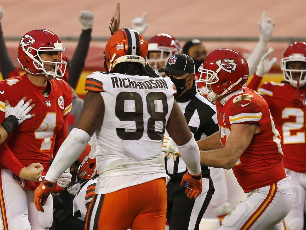 After losing Mahomes, Chiefs and Henne hold off Browns