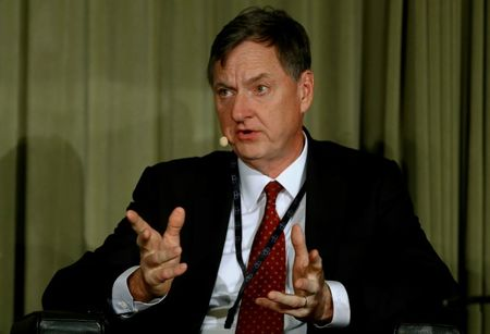 Fed's Evans Says He Favors Aiming for 2.5% Inflation