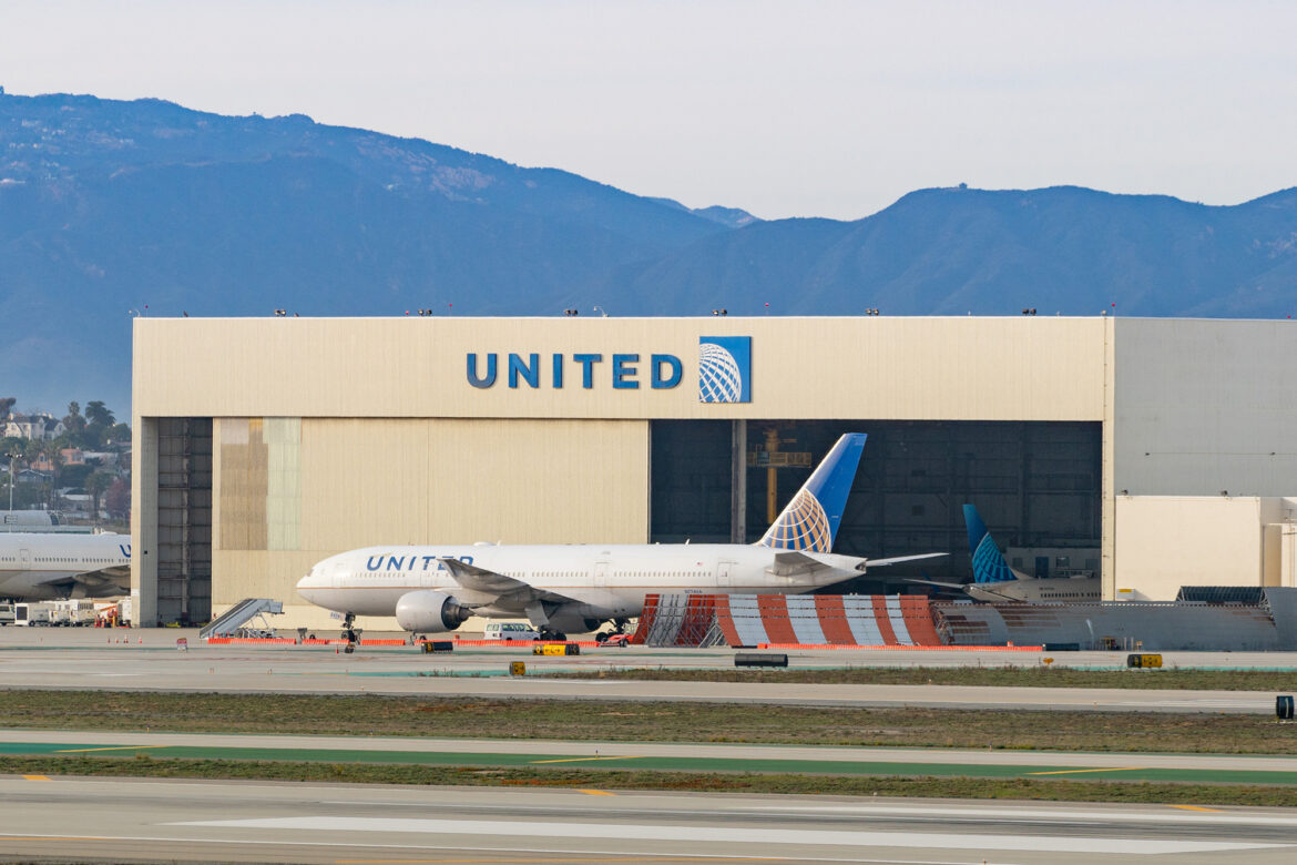 United Airlines stock tumbles after massive COVID-fueled losses