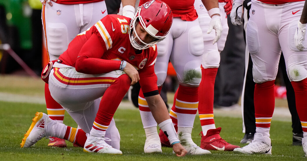 [Video] Patrick Mahomes Out For Game After Concussion